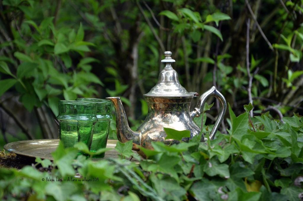Mint tea in the garden by parisouailleurs