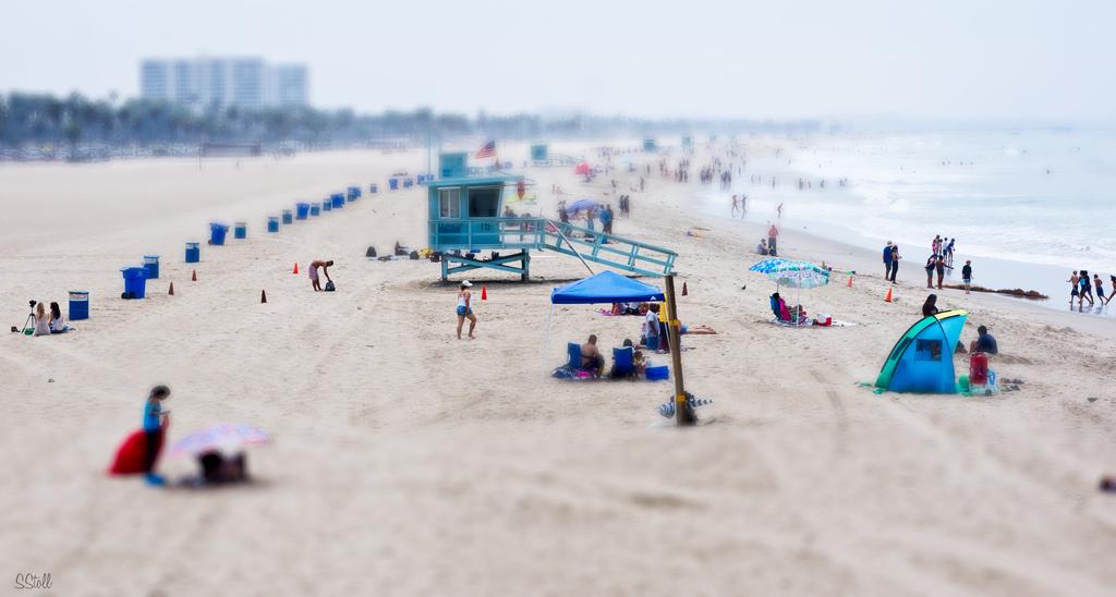 Tilt-shift Beach by bella_ss