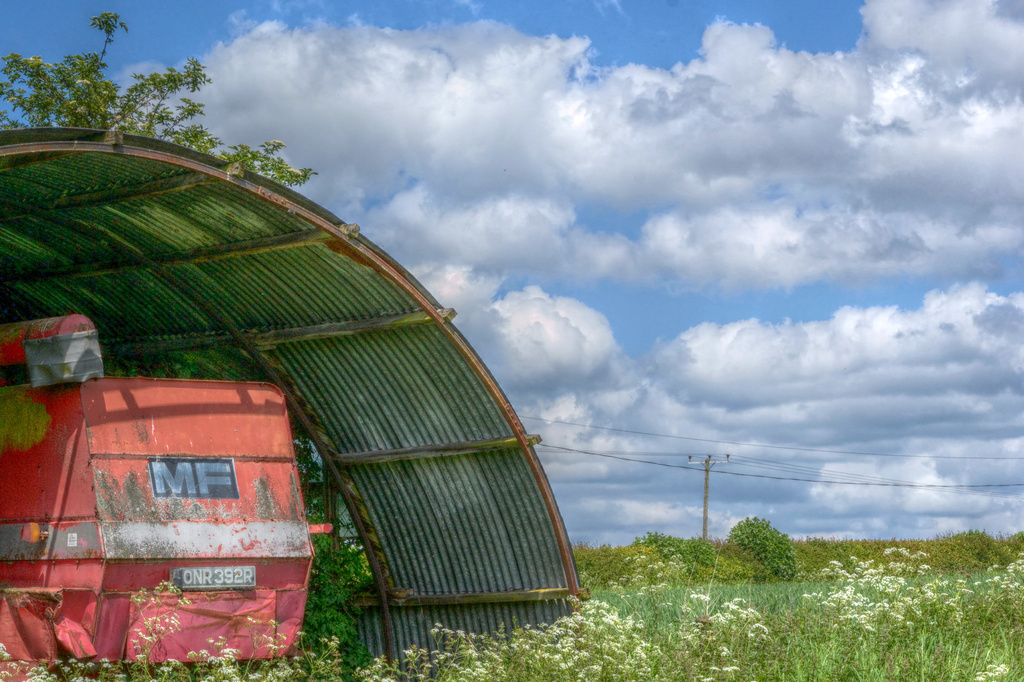 Old barn by richardcreese