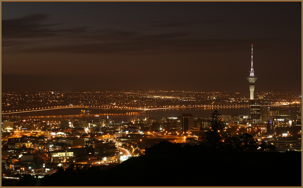 Auckland by night by dide