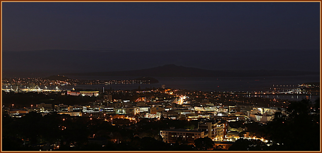 Rangitoto at night by dide