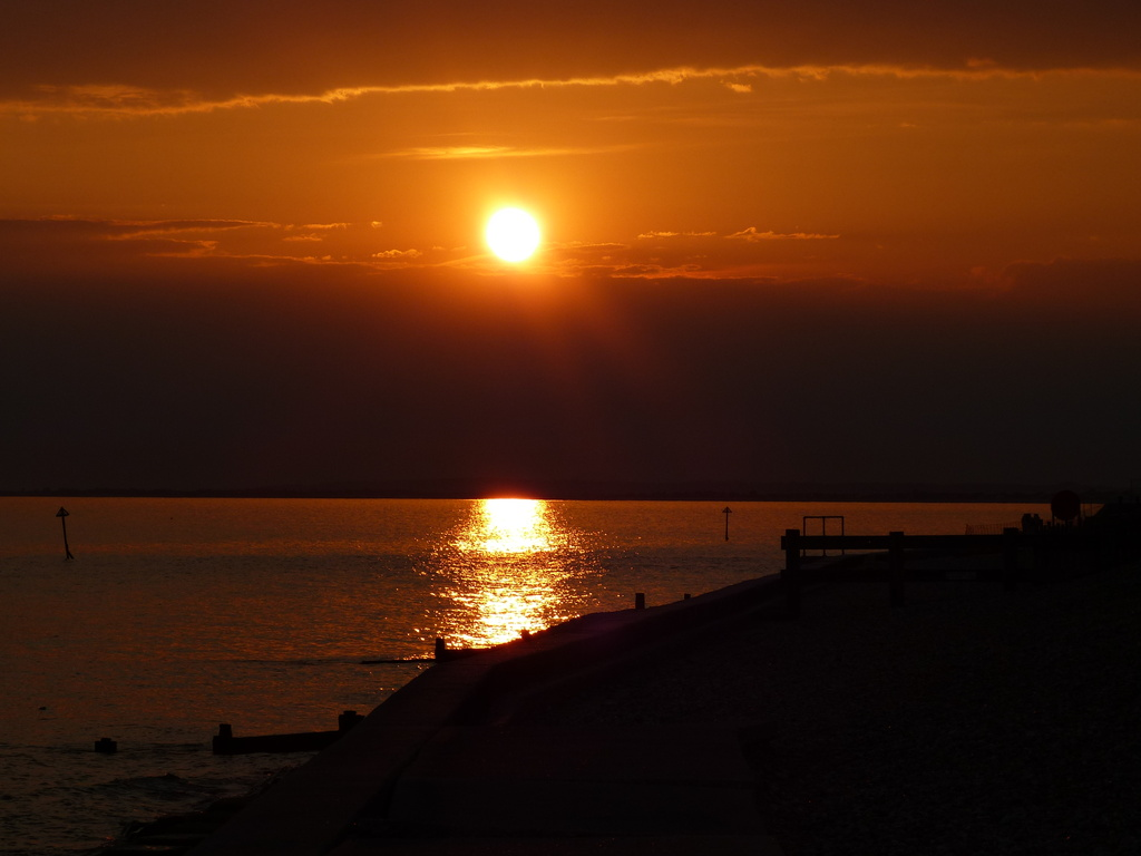 Another sunset from Selsey, West Sussex. by snoopybooboo