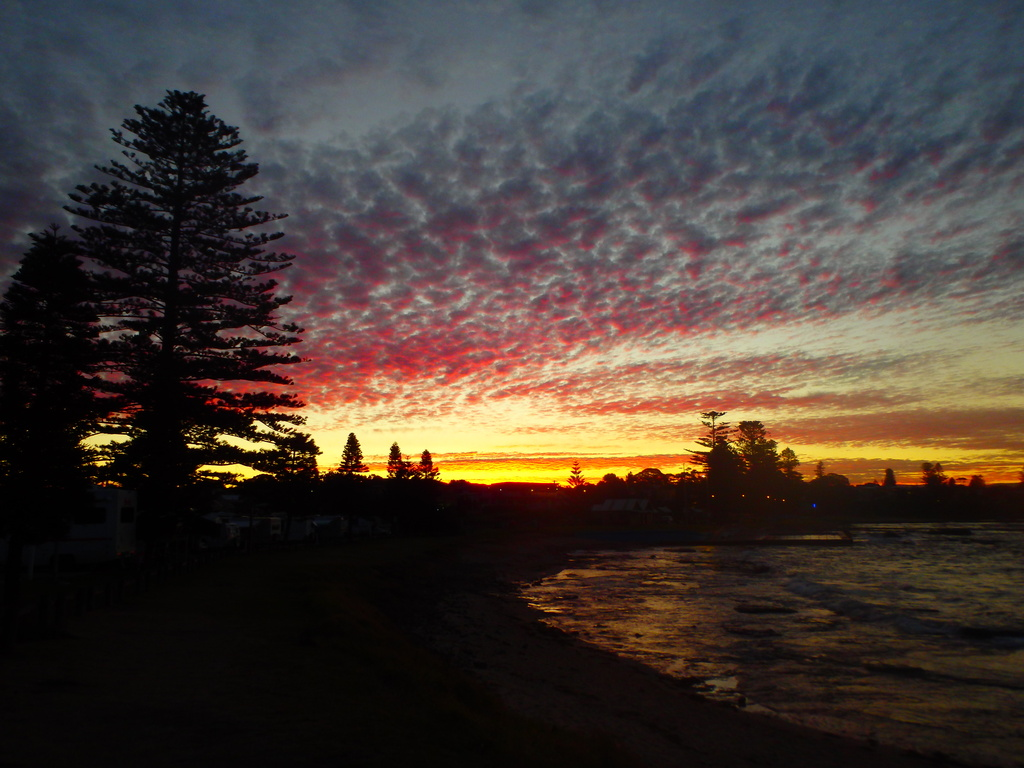 Sunset at Shellharbour by leestevo