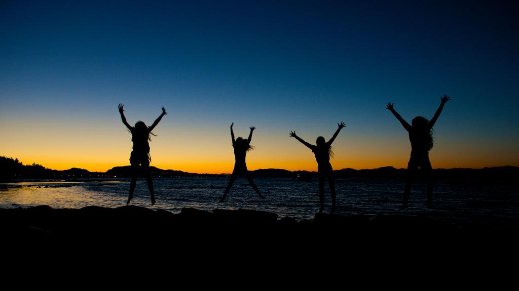 Sunset Friends by kwind