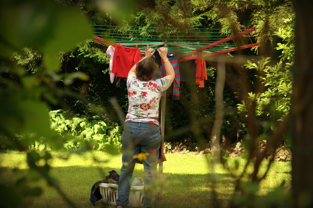 My mum hanging up the wash by overalvandaan
