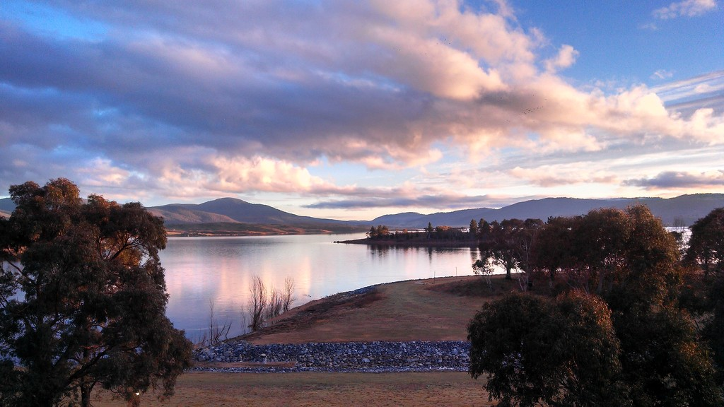 Lake Jindabyne by leestevo