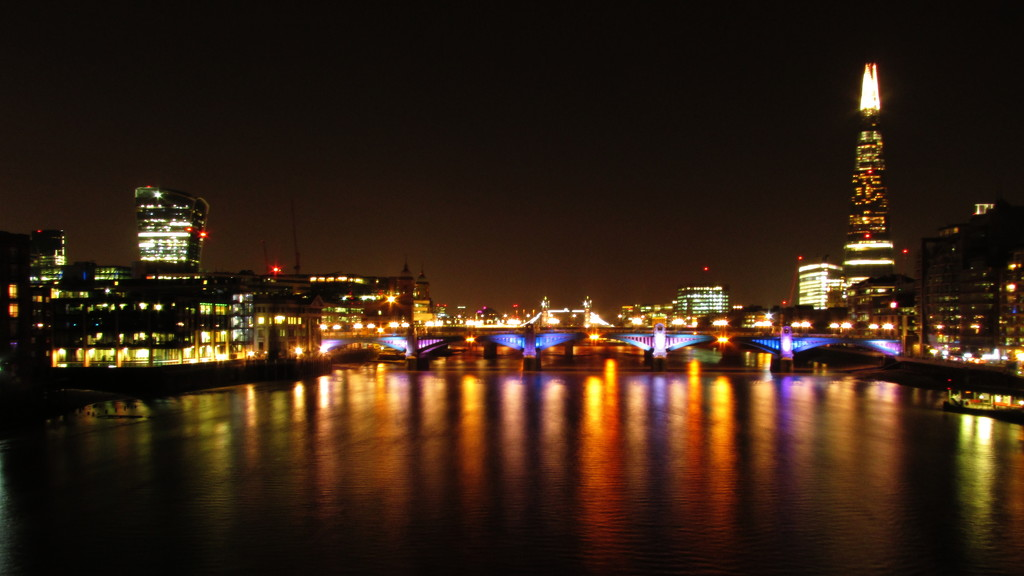 Thames at night by shannejw