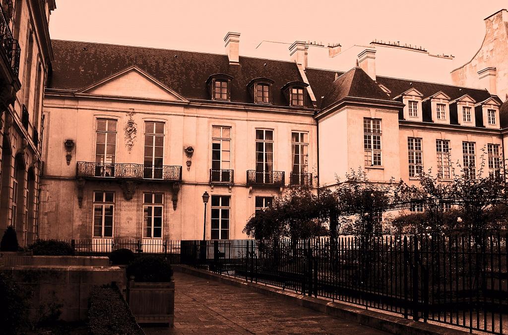 Strolling in the Marais #3 by parisouailleurs