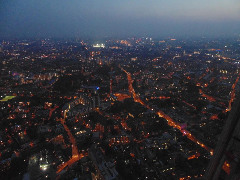 Oldie Week: the city never sleeps by justaspark
