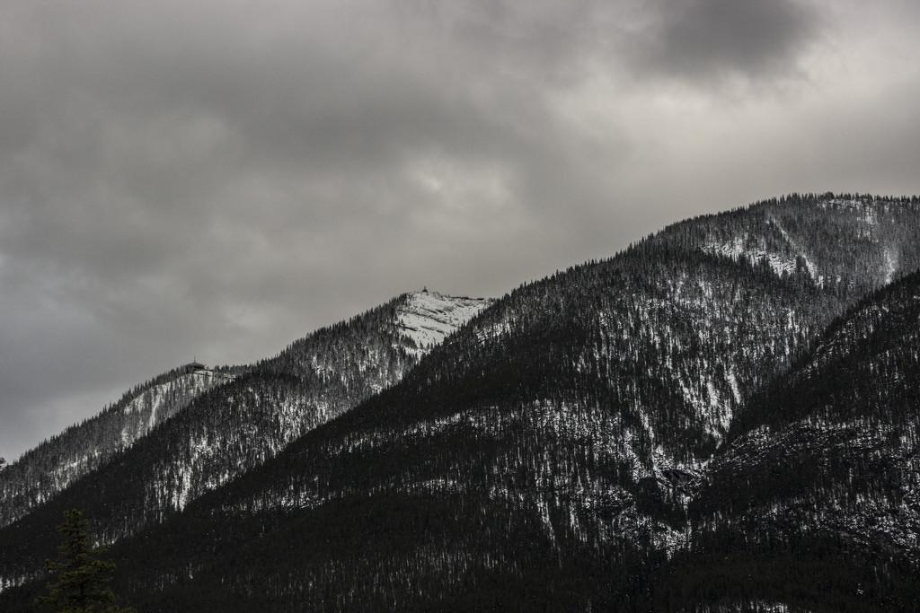 Suphur Mountain by shepherdman