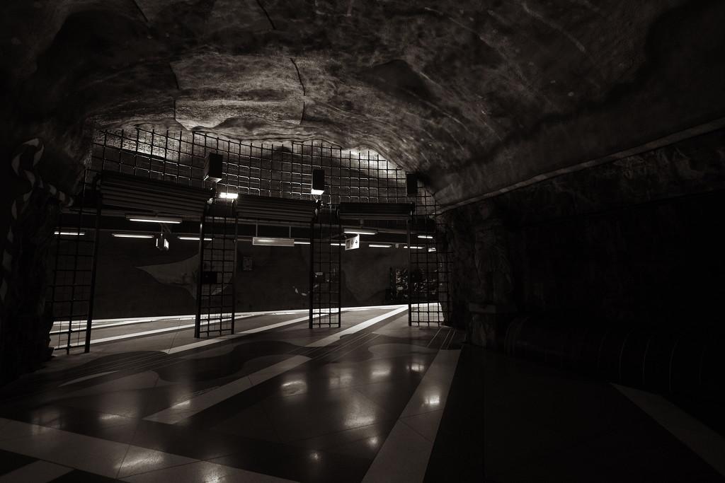 underground by blueberry1222