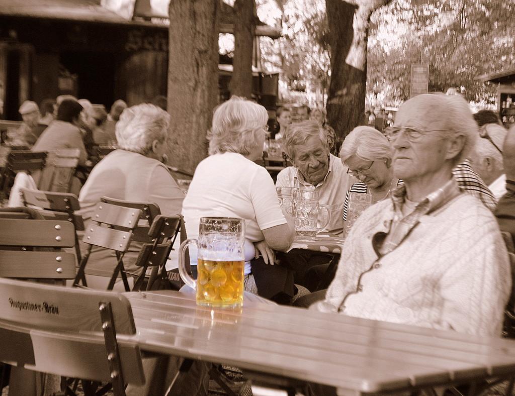 Ein Bier, Bitte by kareenking