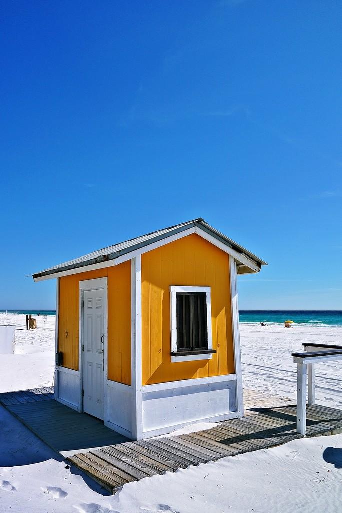 Beach Hut by soboy5
