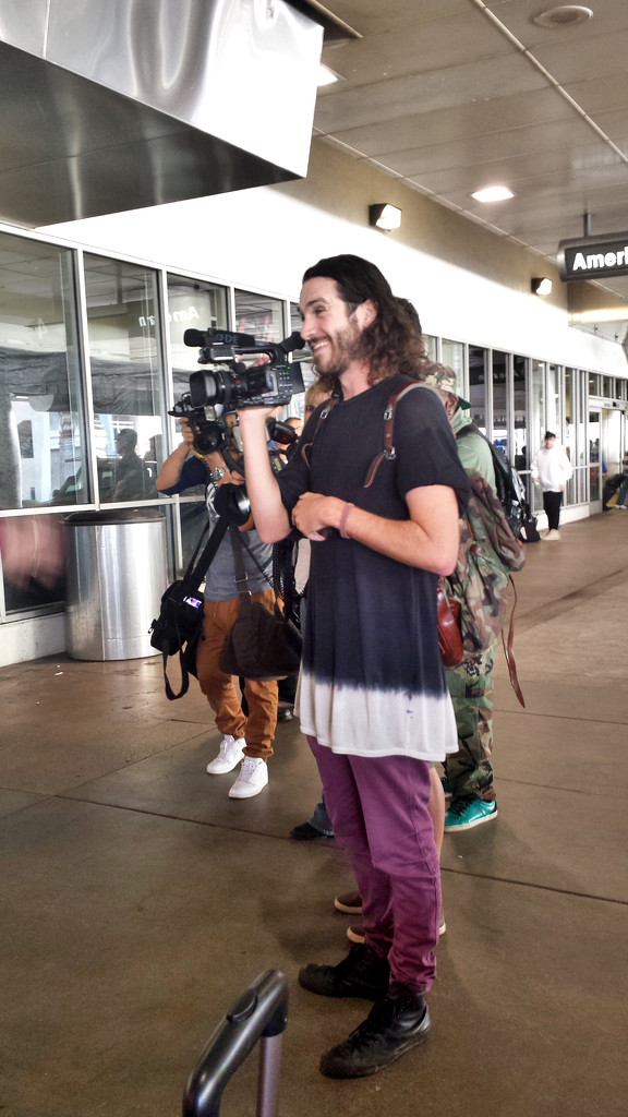 The paparazzi were waiting at LAX by bambilee