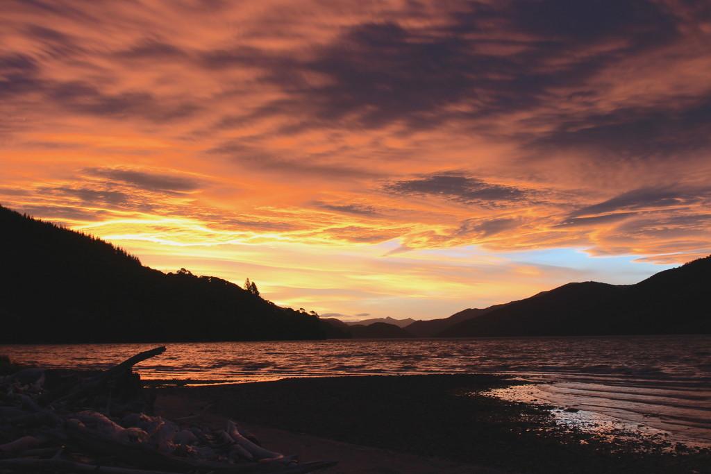 Another sunset shot by kiwinanna
