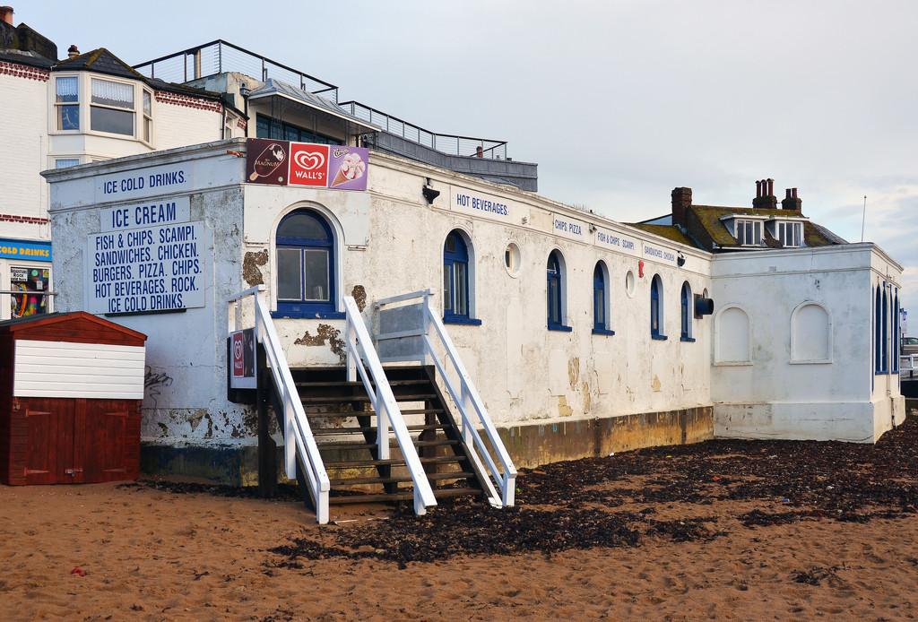 Beachfront cafe by pistonbroke