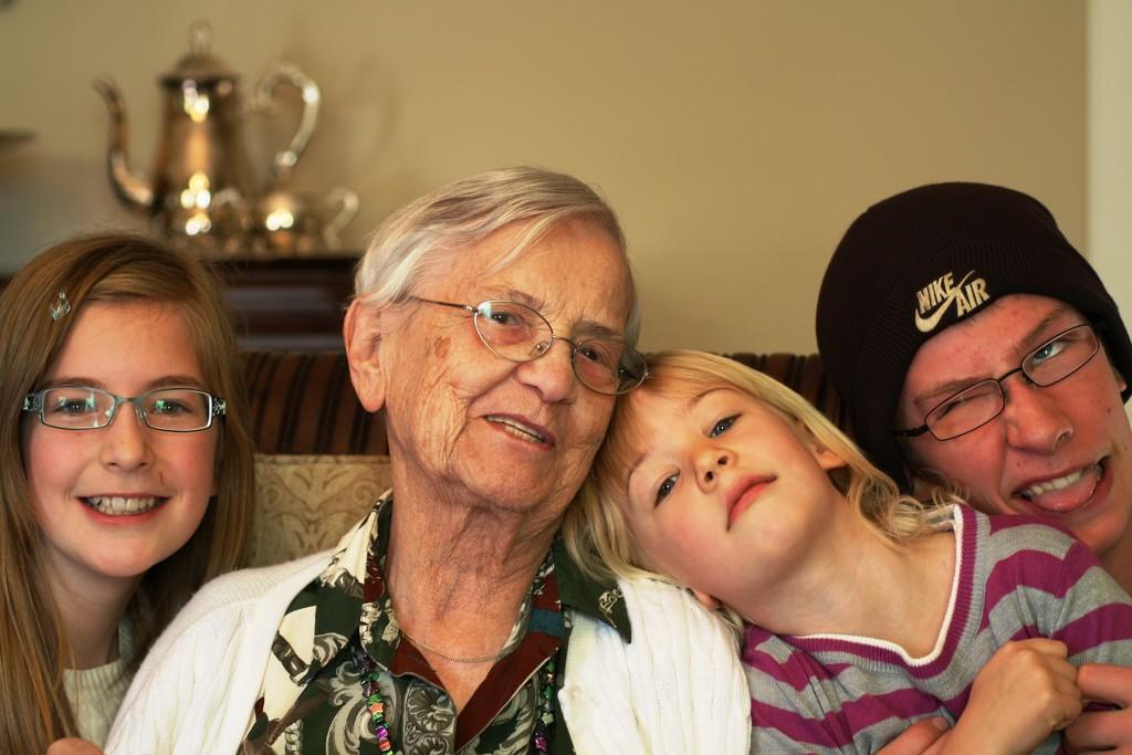 Hannah, Grandma, Miriam, and Jonathan by sarahlh