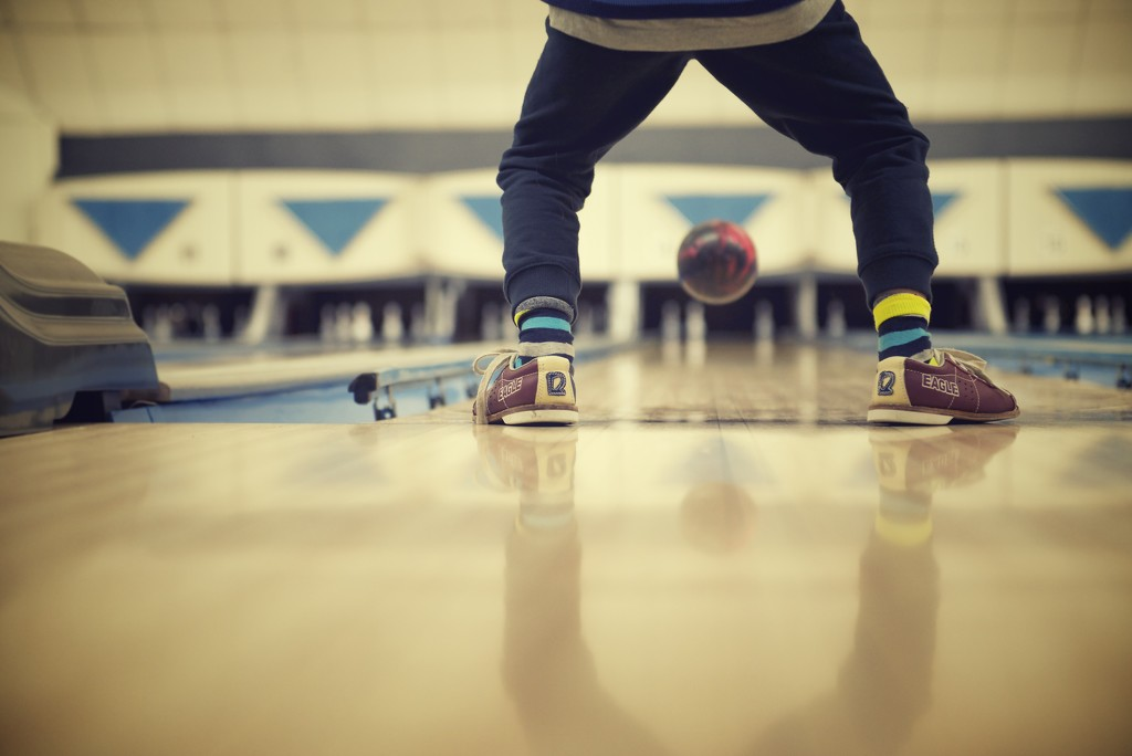 Christmas Bowling by kwind