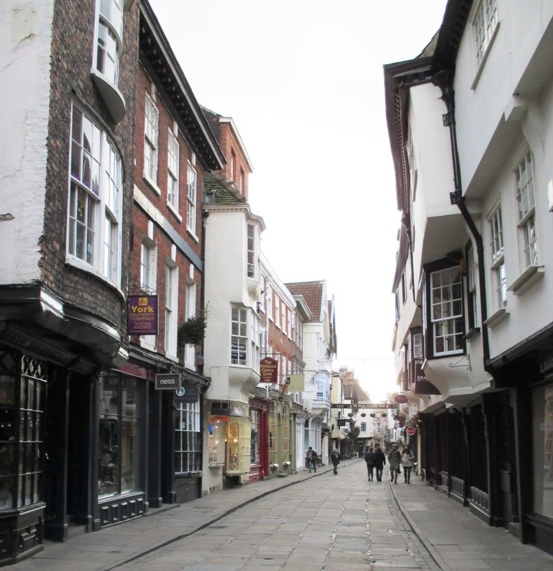 Christmas day in Stonegate, York by fishers