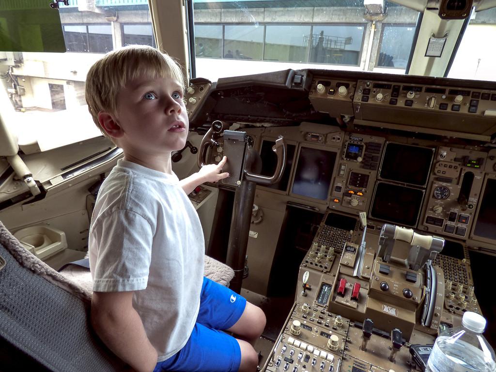 Captain Ashton ... Safe Landing! by Weezilou