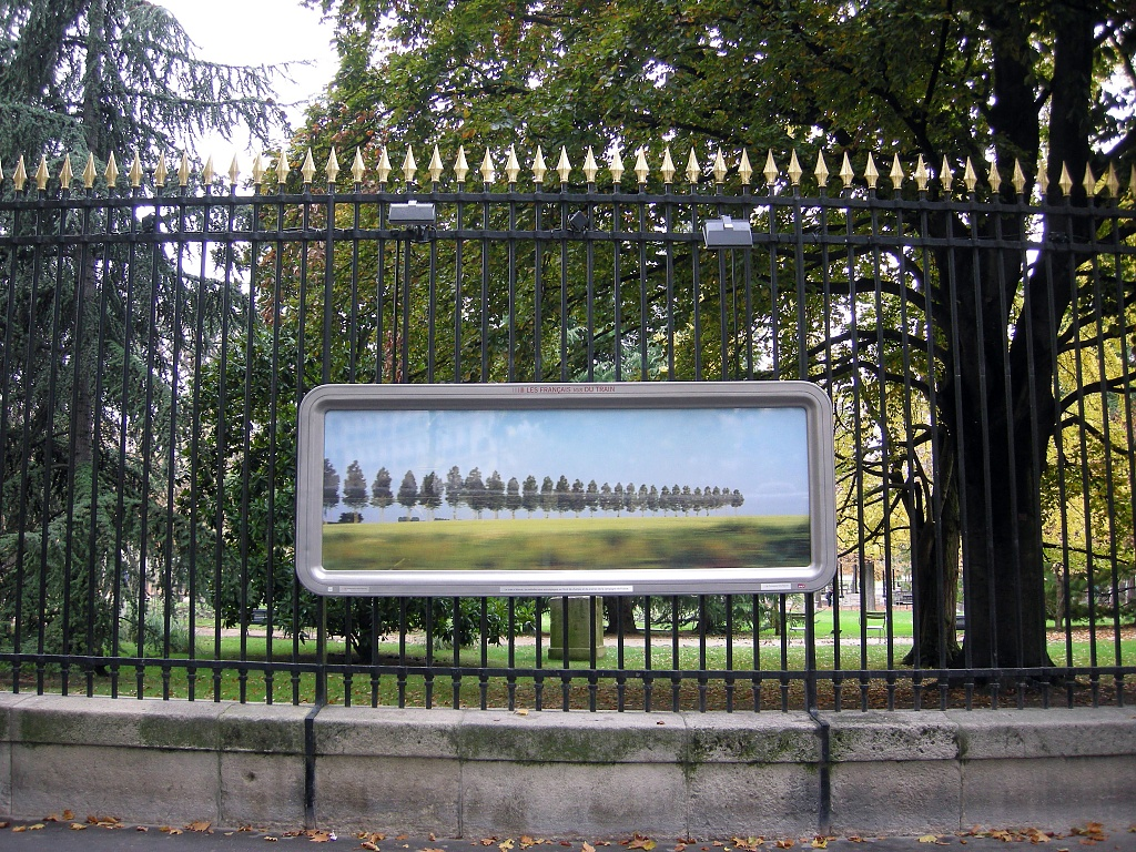 """Gates of the Luxembourg Gardens: an exhibition """"The French from the train"""" by parisouailleurs"""