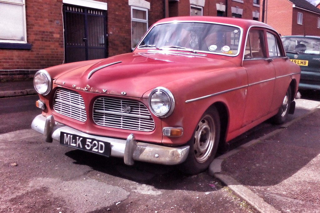 Old Volvo by richardcreese