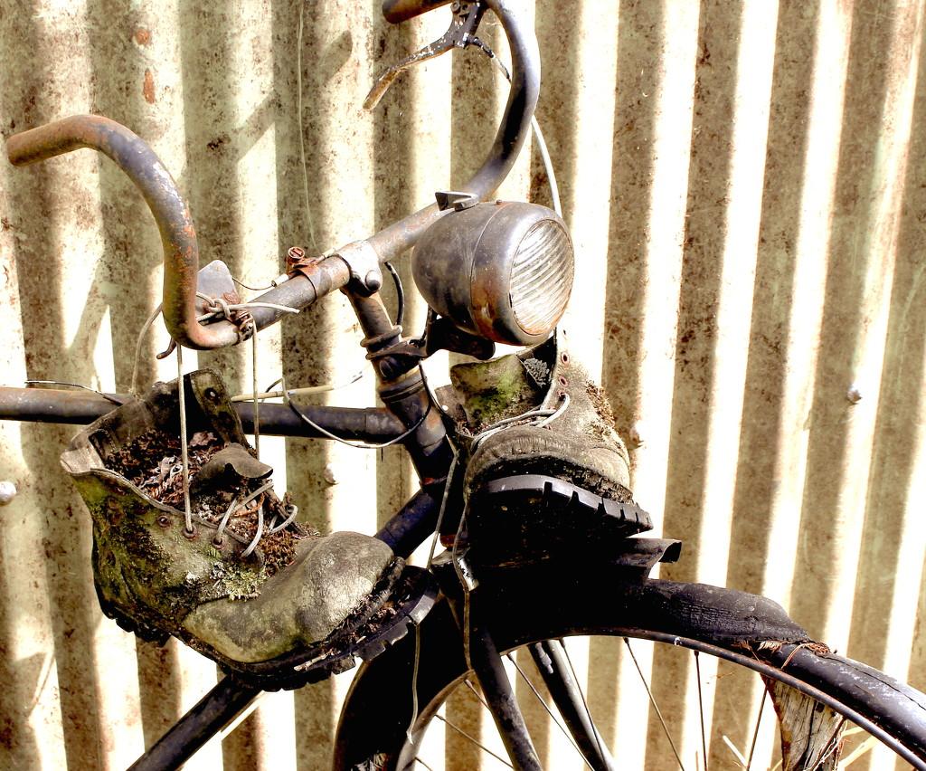 Treadless by kiwinanna