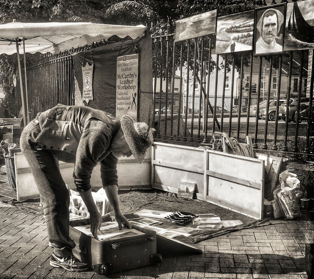 Vincent van Gogh packs up for the day... by jack4john