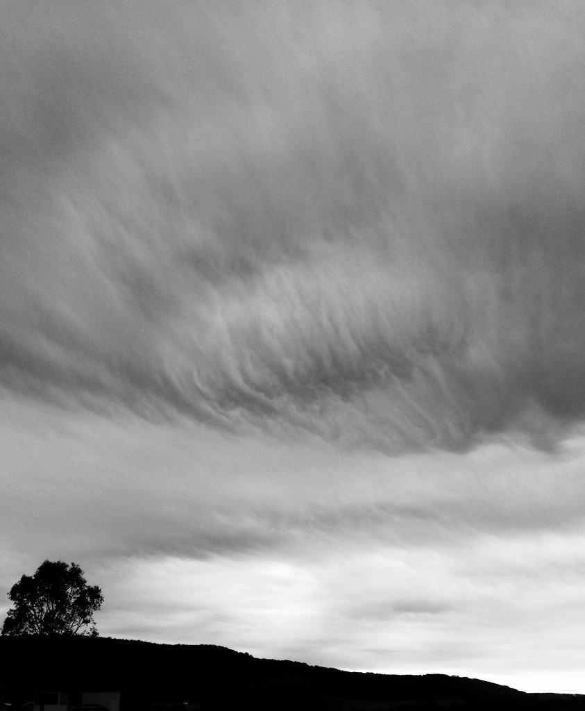 Clouds brushed by windy by peterdegraaff
