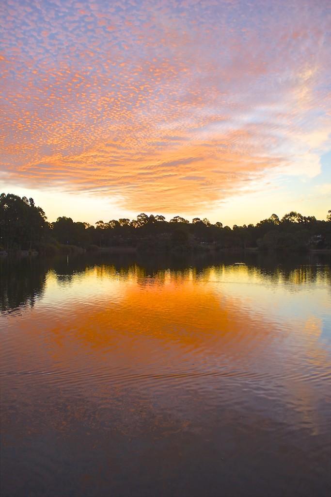Lake sunset by sugarmuser