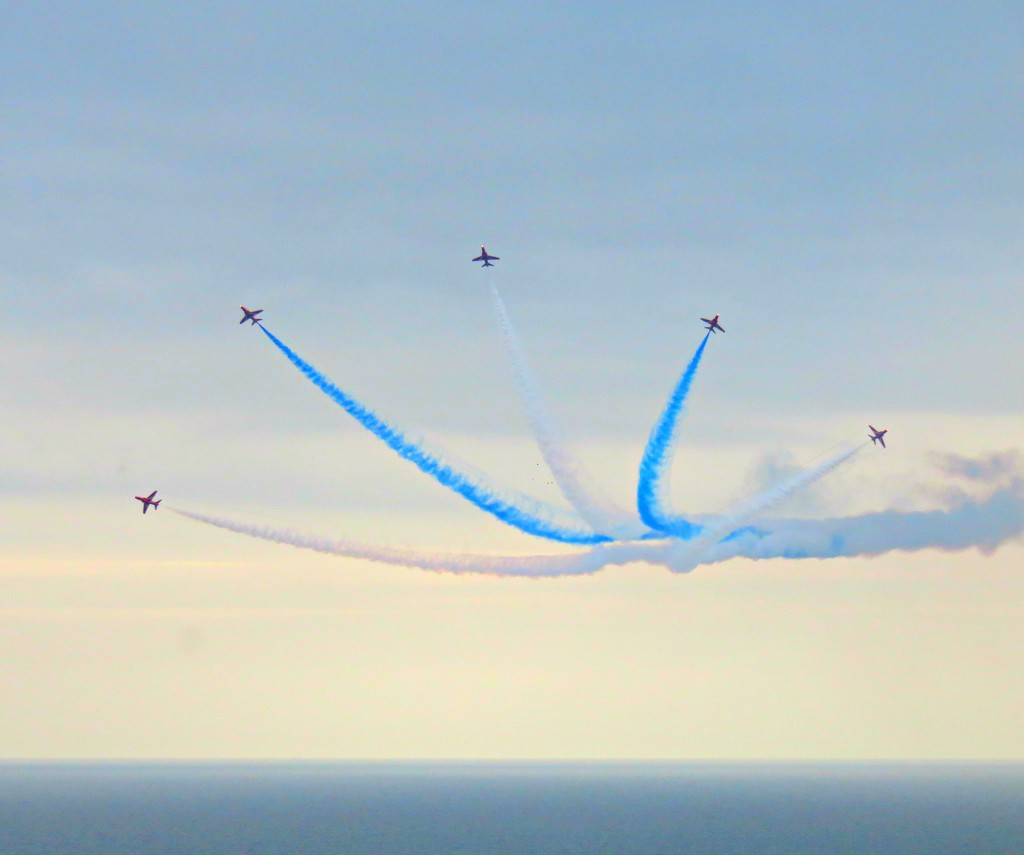 Farwell Red Arrows  by countrylassie