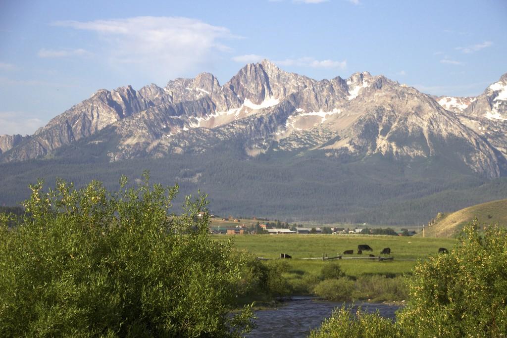 Sawtooth Mountains by jetr
