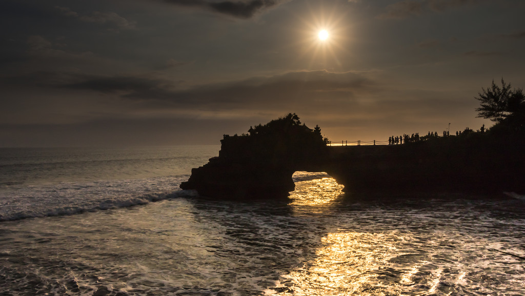 Sunset at Tanah Lot by darylo