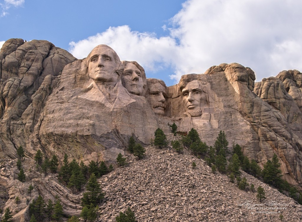 Mount Rushmore by lynne5477