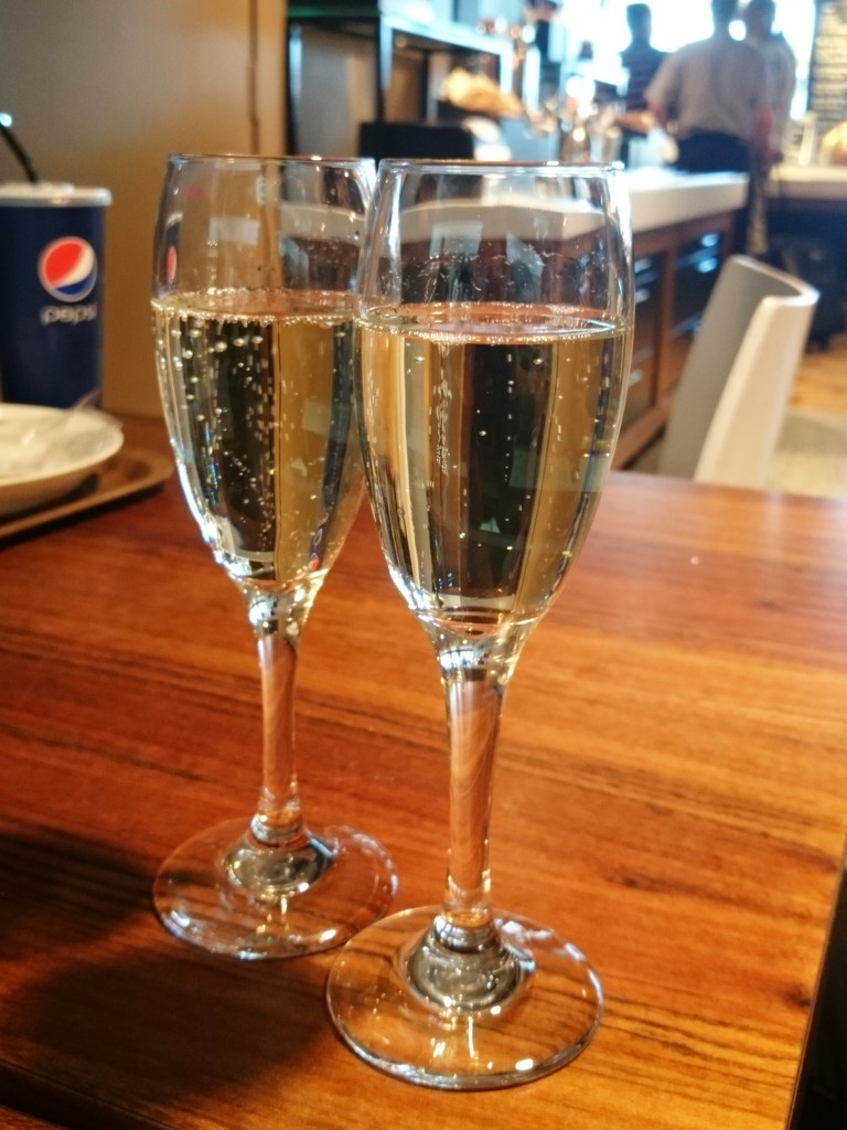 Airport prosecco by boxplayer