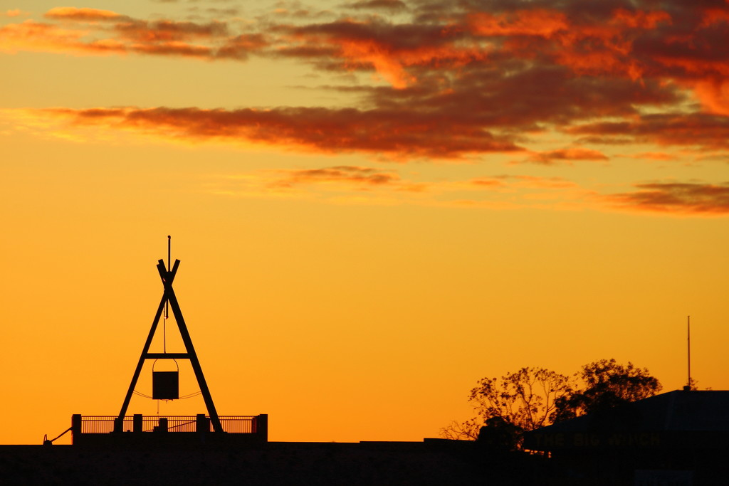 Coober Pedy Sunrise by terryliv
