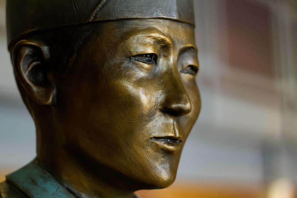 Miyamura statue by jeffjones