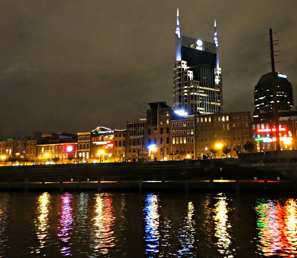 Nashville's Batman Building by moviegal1