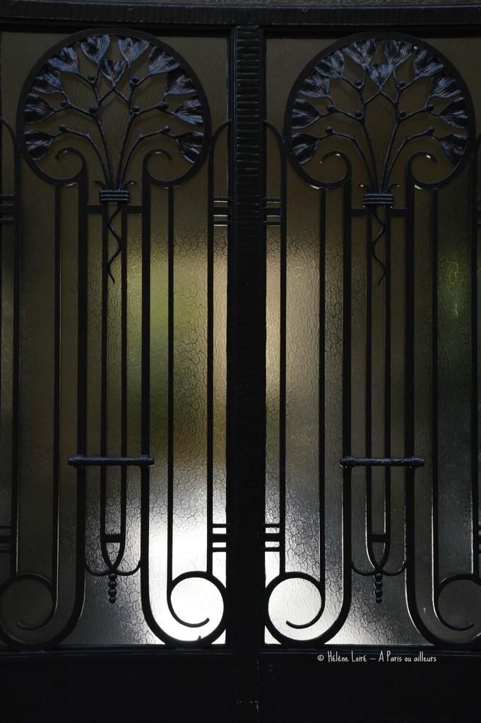the sun behind the door by parisouailleurs