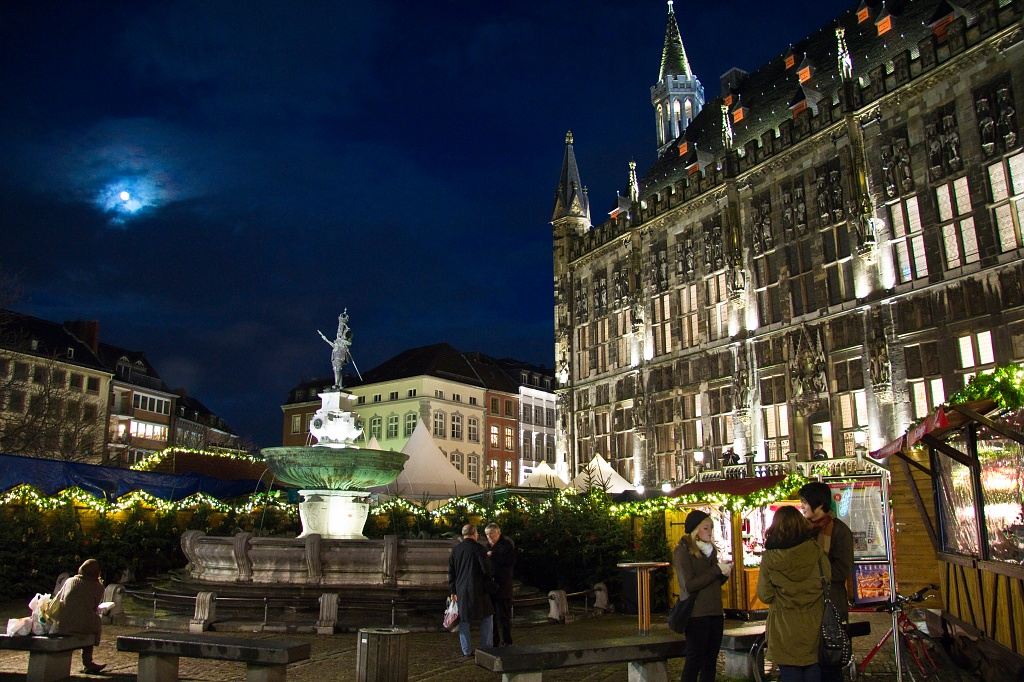 Christmas Market Square by harvey