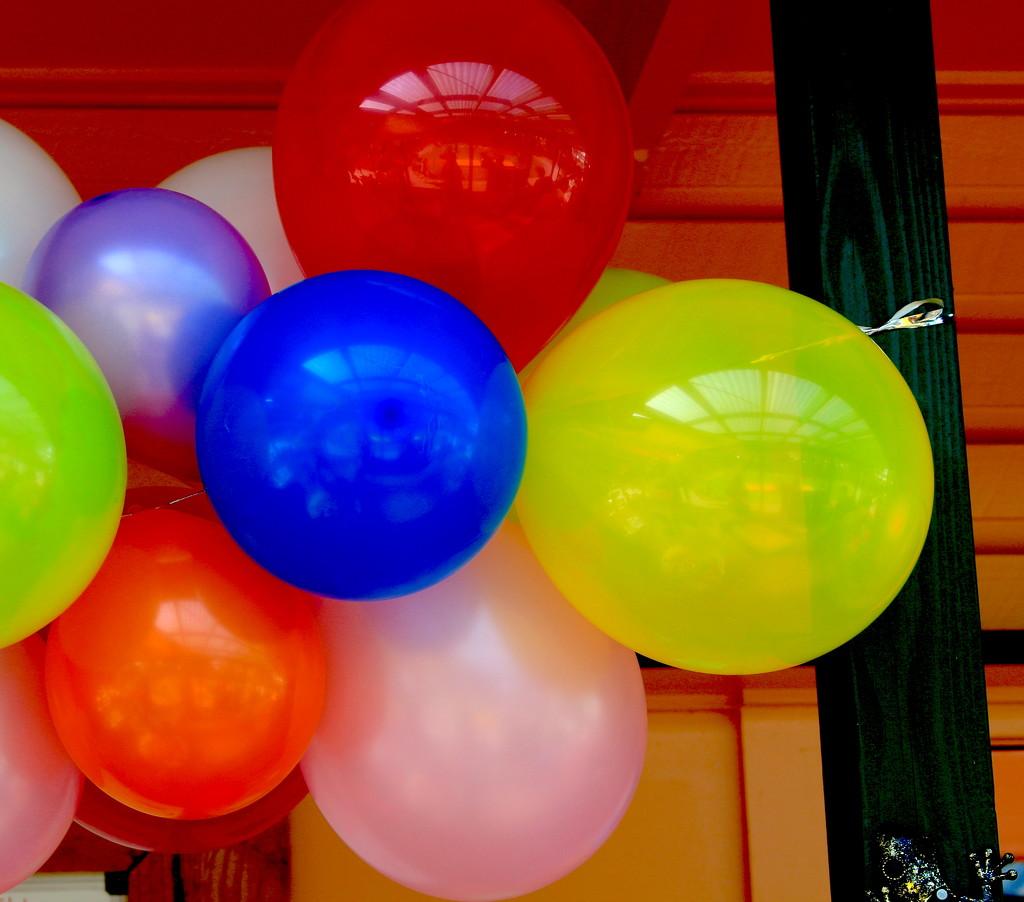 Balloon reflections by kiwinanna