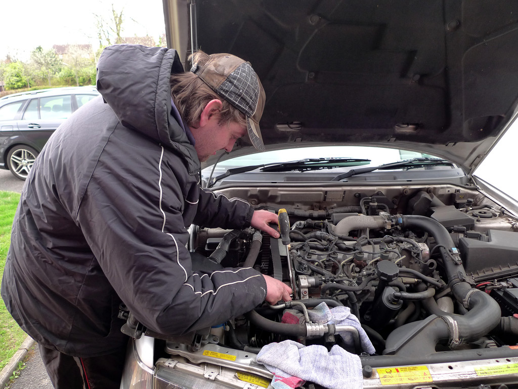 Changing a Volvo S40 Cam Belt.... by brickmaker