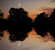 2nd Sep 2011 -  Moon at the Flood....