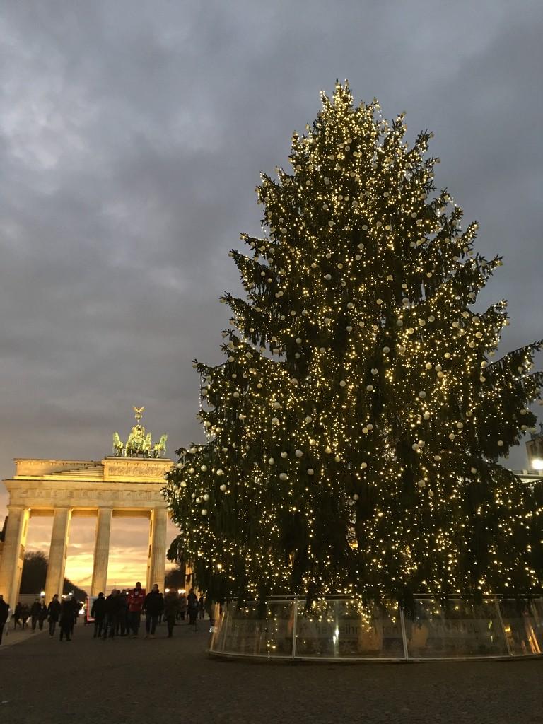 Berlin at Christmas by bizziebeeme