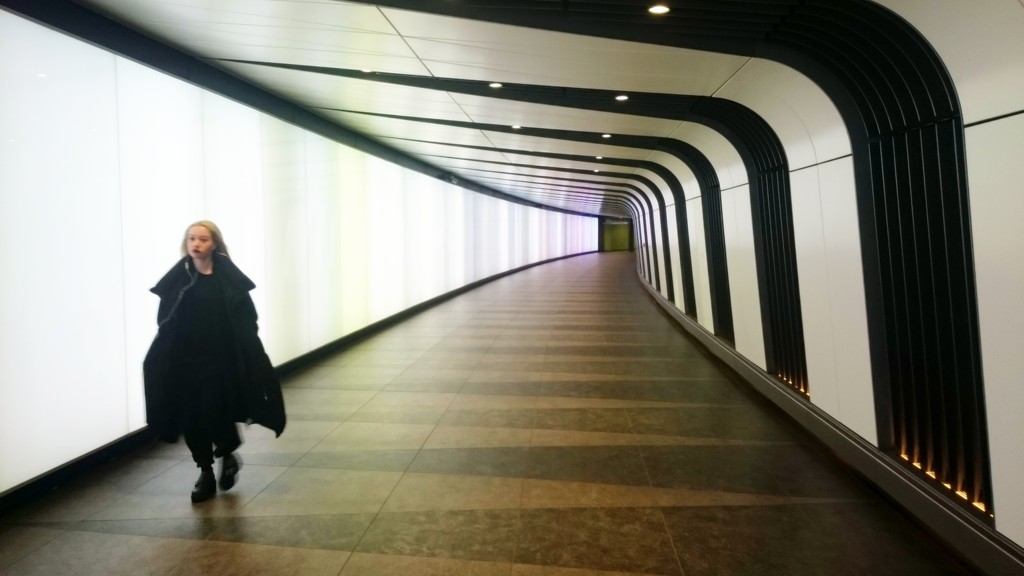 Black and white tunnel by boxplayer
