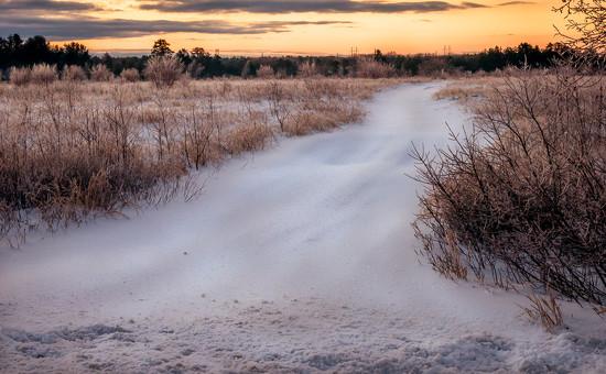 Leading to the sunrise by joansmor
