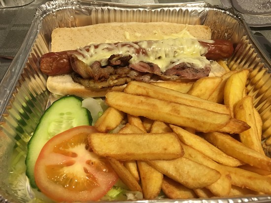 Lanskys Hotdog by bizziebeeme