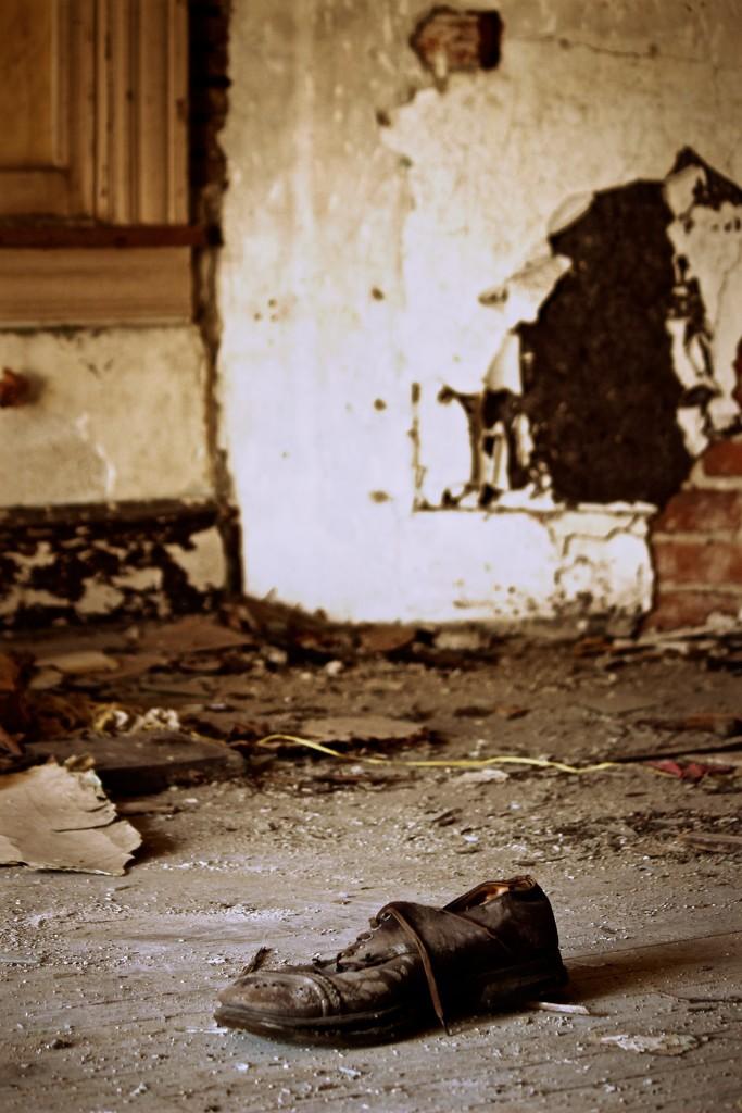 Memories in Ruin  by mzzhope