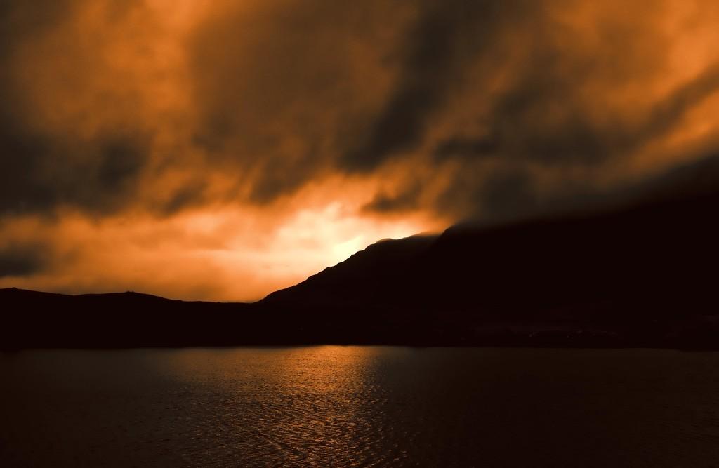Storm rolling in....... by shepherdmanswife