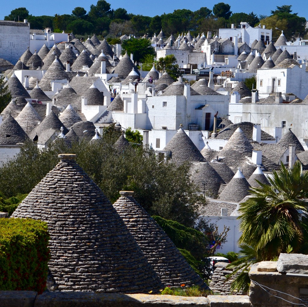 Alberobello by helly31